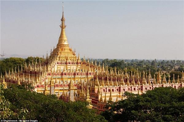 Quần thể chùa Thambuddhei Paya ở Monywa, Myanmar là khu phức hợp Phật giáo xây dựng năm 1303 và tôn tạo lại vào năm 1939.