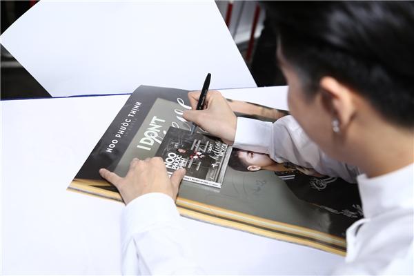 Toàn bộ phần hình ảnh của single được thực hiện tại Seoul bởi nhiếp ảnh gia người Hàn Quốc - Choi Yu Hee. SingleI Don't Believe In You còn được chăm chút kĩ lưỡng ở phần thiết kế với booklet hoành tráng dành tặng khán giả. - Tin sao Viet - Tin tuc sao Viet - Scandal sao Viet - Tin tuc cua Sao - Tin cua Sao