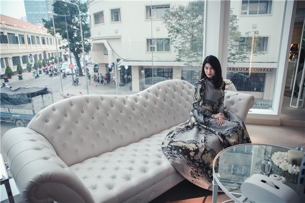 """Là một người yêu và hoạt động trong lĩnh vực thời trang, Thu Hằng cho biết cô cũng rất vui và hào hứng với sự kiện thời trang quan trọng này: """"Trong khoảng 2-3 năm trở lại đây thì những show diễn thời trang đang được chú ý đầu tư nghiêm túc hơn, quả thật đây đây là một tín hiệu đáng mừng. Đó là niềm trông chờ của những người yêu thời trang để có thể chiêm ngưỡng những tinh hoa đến từ các nhà thiết kế""""."""