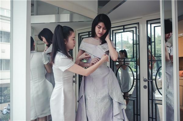 Siêu mẫu Thu Hằng là một trong những cái tên luôn dành sự quan tâm, theo dõi và tham gia những sự kiện thời trang, đặc biệt là Tuần lễ thời trang quốc tế Việt Nam - Vietnam International Fashion Week bởi nó mang đến một ý nghĩa vô cùng to lớn cho ngành thời trang Việt nói chung và cả những niềm đam mê thời trang.