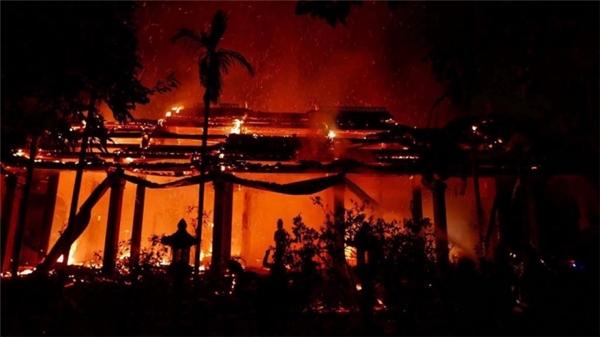 Toàn cảnh gian ngoài ngôi chùa bị thiêu rụi.(Nguồn: Internet)