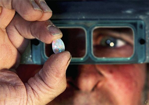Loại đá opal - nguồn tài nguyênkhoáng sản tại nơi đây và đangđược khai thác nhiều.
