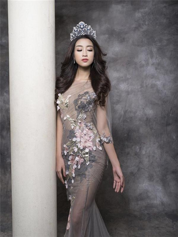 Trong các Hoa hậu Việt Nam gần đây, Mỹ Linh được xem là người có chỉ số hình thể nổi bật nhất. Chính vỉ thế, không có trang phục nào có thể làm khó cô nàng.