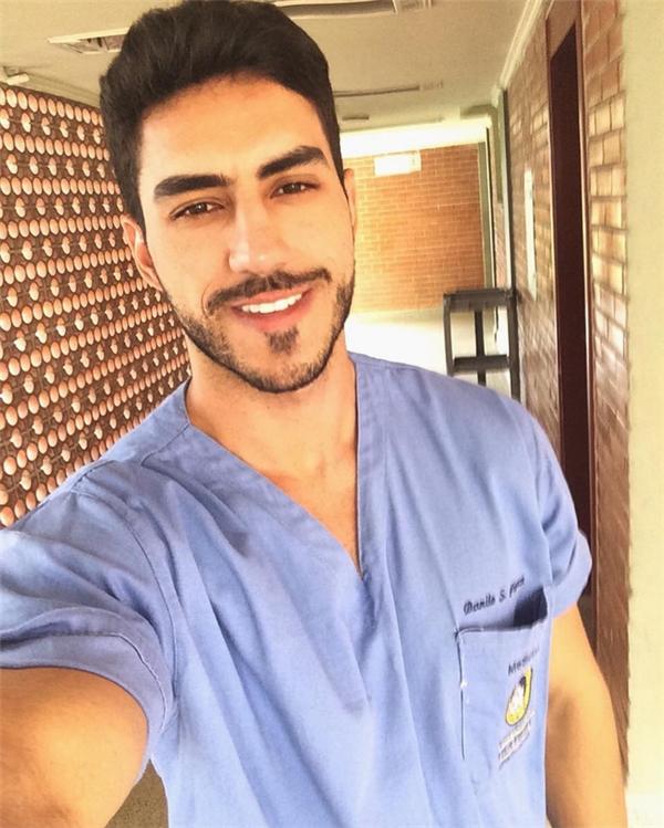Danilo là một bác sĩ được nhiều người yêu thích tính cách thân thiện.