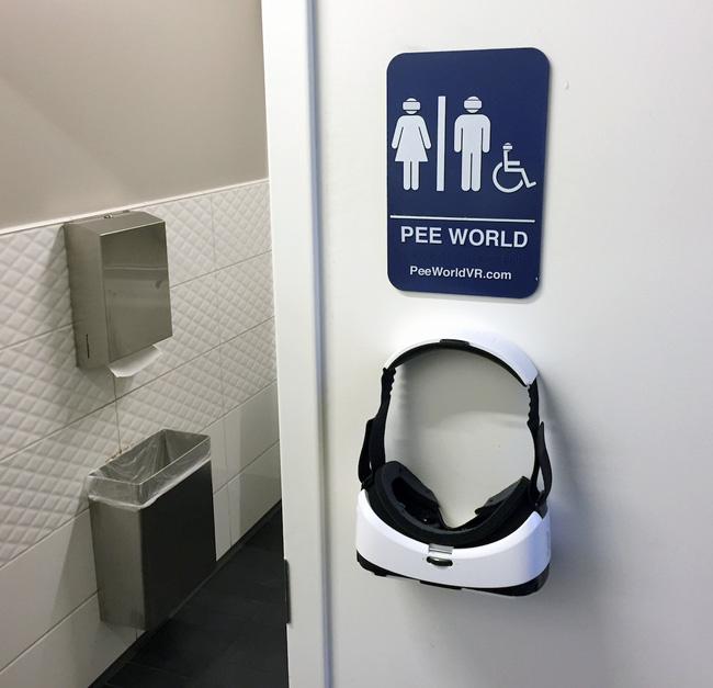 Phần mềm với chiếc kính thực tế ảo này đang được nhiều người sử dụng khi vào toilet, đảm bảo sẽ mang lại trải nghiệm vô cùng lạ lẫm và thú vị.