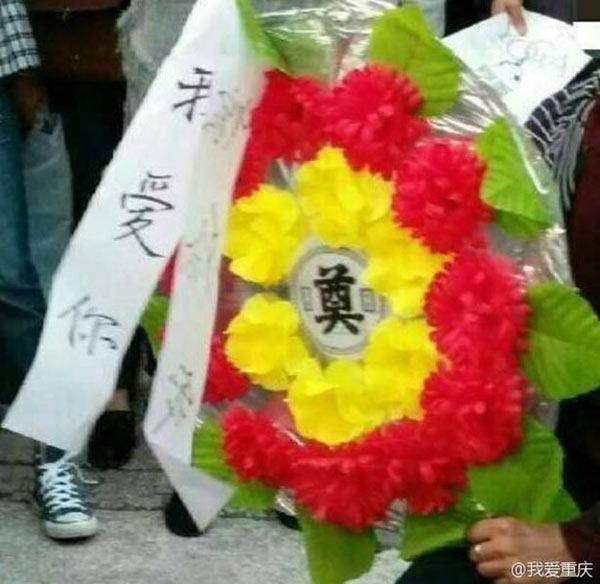 Cái kết đắng cho chàng trai cầu hôn bạn gái bằng vòng hoa tang