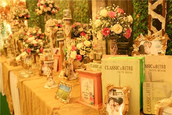 Không gian đám cưới được trang trí giống câu chuyện cổ tích vừa lãng mạn, vừa ngọt ngào. - Tin sao Viet - Tin tuc sao Viet - Scandal sao Viet - Tin tuc cua Sao - Tin cua Sao