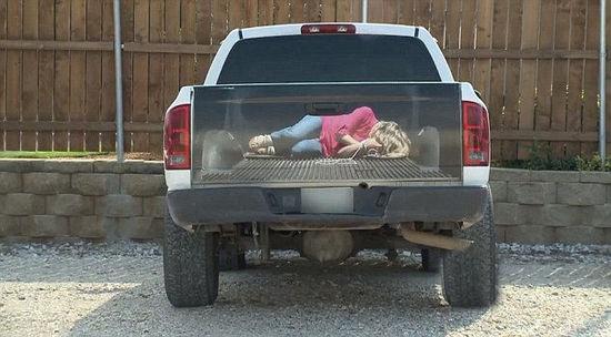 Chiếc xe khiến người khác phải tập trung nhìn vào đuôi xe. (Ảnh: internet)