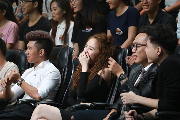 """Ngay từ vòng đầu tiên của tập phát sóng tuần này, """"cạ cứng"""" của Quang Vinh– ca sĩ Bảo Thy cũng phải thừa nhận có hơn 3 thí sinh khiến cô hoang mang vì hát quá giống đàn anh. - Tin sao Viet - Tin tuc sao Viet - Scandal sao Viet - Tin tuc cua Sao - Tin cua Sao"""