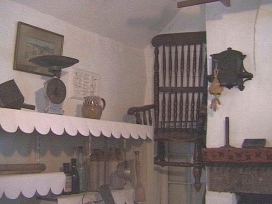 Để không cònnhững vụ mất mạng oan, một bảo tàng tại anh đãtreo chiếc ghế này lên trần nhà để tránh người vô ý ngồi lên.