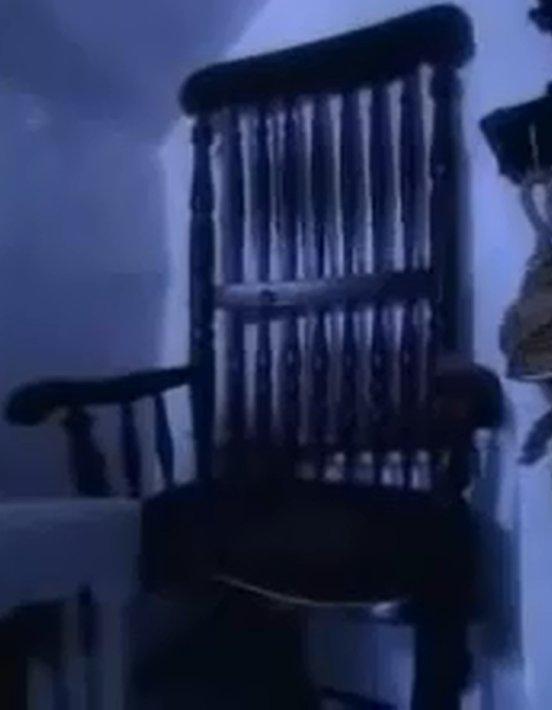 Busby đã phát ra lời nguyền với bất kì ai ngồi trên chiếc ghế yêu quý của mình.