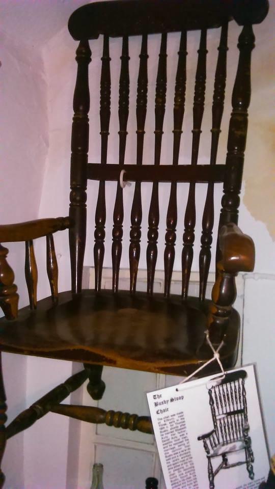 """Không một ai dámphá hủy chiếc ghế """"hại người"""" này vì sợma quỷ sẽ trả thù."""