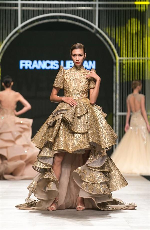 Với chiều cao 1m83, đôi chân dài thẳng tắp cùng khung xương hoàn hảo, Nguyễn Oanh luôn được các nhà thiết kế nước ngoài lựa chọn.