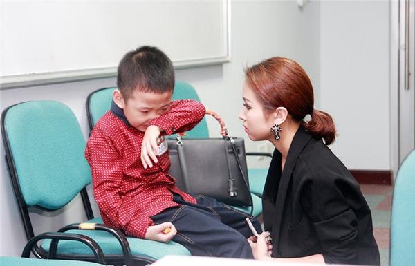Lần đầu casting show thực tế, con trai Vân Hugo òa khóc - Tin sao Viet - Tin tuc sao Viet - Scandal sao Viet - Tin tuc cua Sao - Tin cua Sao