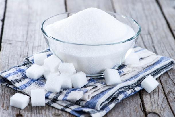 """""""Một chế độ ăn thừa đường, canxi, protein và thiếu crôm sẽ làm cho tật cận thị nặng thêm""""."""