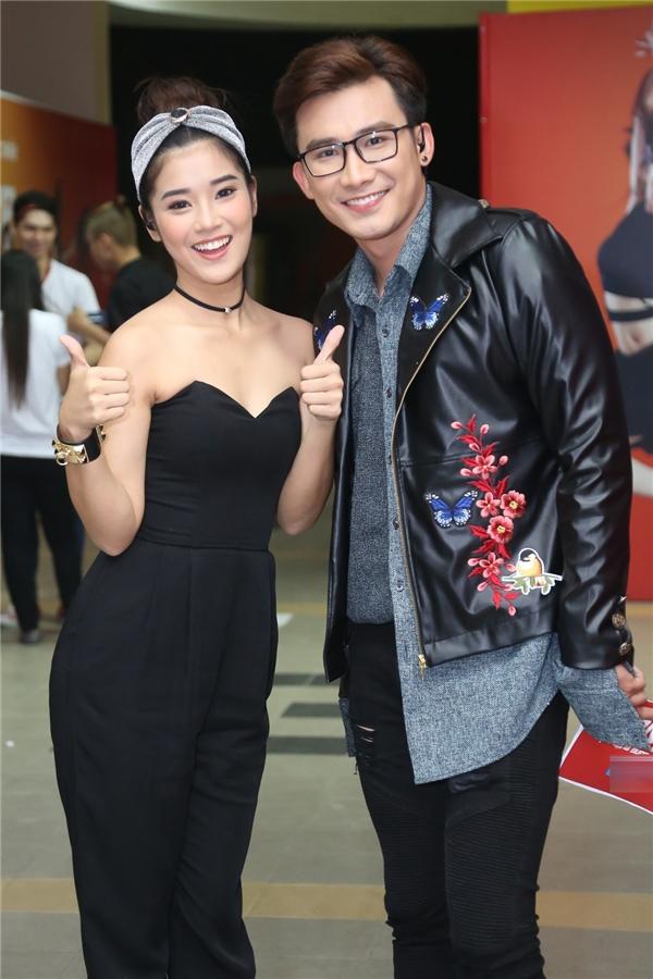 MC Chí Thiện và Hoàng Yến Chibi cũng có mặt từ chiều để tổng duyệt chương trình trước khi ghi hình. - Tin sao Viet - Tin tuc sao Viet - Scandal sao Viet - Tin tuc cua Sao - Tin cua Sao