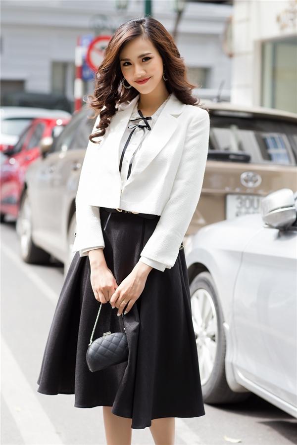 Mỹ nhân Hoa hậu Việt Nam 2016 xuống phố thanh lịch ngày thu