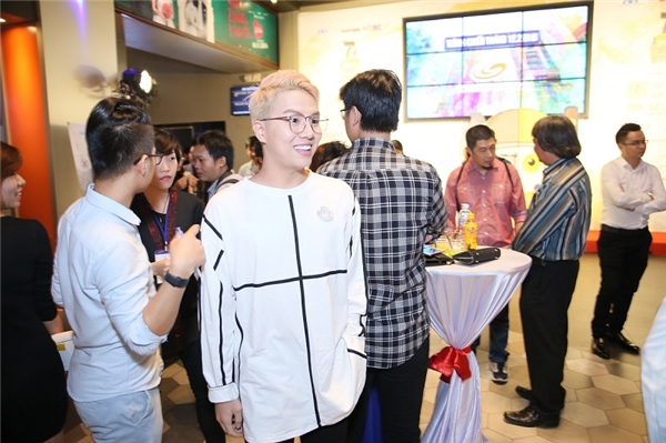 Diễn viên Duy Khánh tươi cười tại buổi khai mạc 7 Film Fest 2016 – Uống Có Trách Nhiệm. - Tin sao Viet - Tin tuc sao Viet - Scandal sao Viet - Tin tuc cua Sao - Tin cua Sao