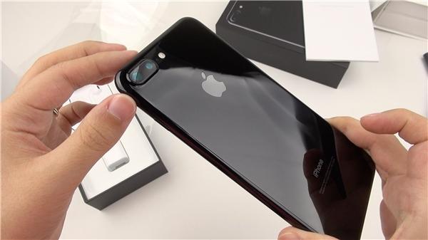 Apple sắp tung ra iPhone màu trắng bóng Jet White?