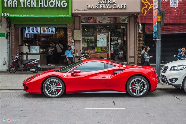 Mặc dù có một số khách hàng phàn nàn rằng Ferrari 488 GTB khởi động không uy lực như những dòng xe gắn động cơ tương tự đến từ hãng khác, tuy nhiên, thực tế cho thấy hoạt động của động cơ V8 3.9 lít Turbocharged vẫn gây ấn tượng mạnh.