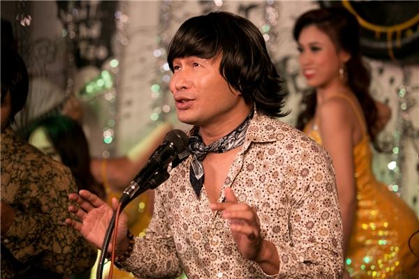 Bối cảnh trong MV cũng được lựa chọn kỹ lưỡng, chủ yếu là những góc phố Sài Gòn không thay đổi theo thời gian. - Tin sao Viet - Tin tuc sao Viet - Scandal sao Viet - Tin tuc cua Sao - Tin cua Sao