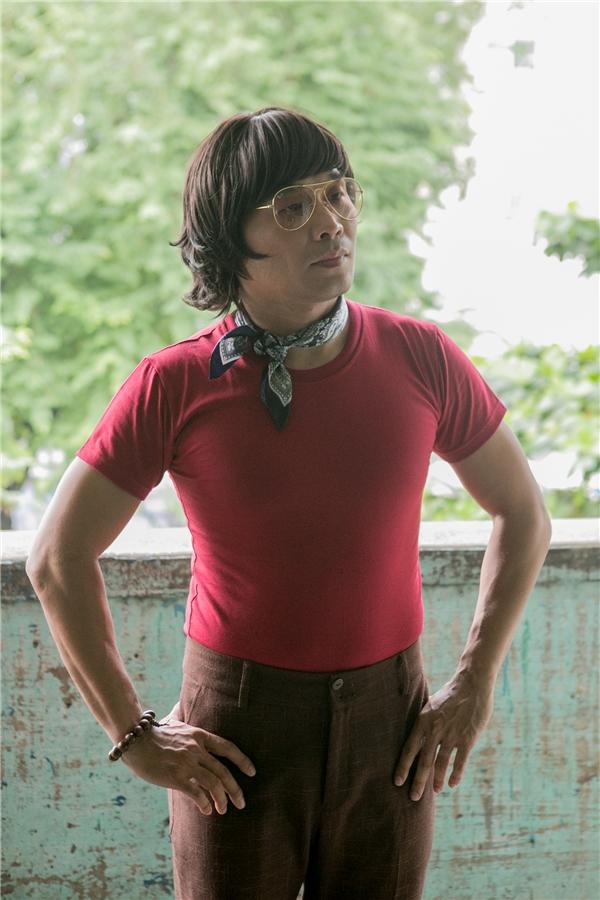 """MTV Band khiến nhiều khán giả """"cười nghiêng ngả"""" khi diện quần ống loe cùng áo khăn loè loẹt, mang đậm phong cách Sài Gòn xưa. - Tin sao Viet - Tin tuc sao Viet - Scandal sao Viet - Tin tuc cua Sao - Tin cua Sao"""