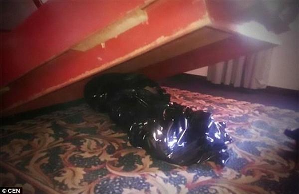 Xác chết giấu dưới gầm giường khách sạn trong 1 tuần mà không ai biết