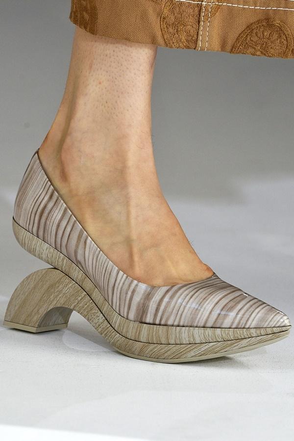 Những đôi giày dị không phải ai cũng dám mang