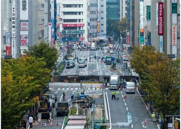 Lực lượng giao thông đang phong tỏa hiện trường đảm bảo giao thông an toàn.