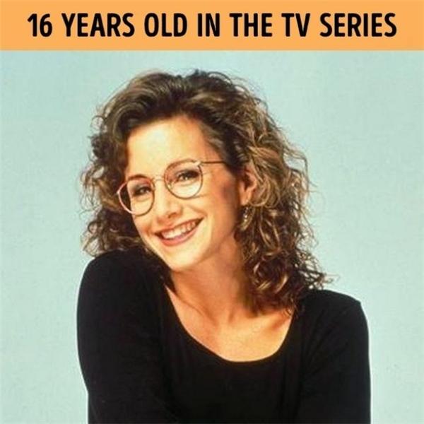 Đừng để sự trẻ trung cùng nụ cười rạng rỡ này đánh lừa bạn!Gabrielle Carteris hơn vai diễn của mình tới 13 tuổi đấy!
