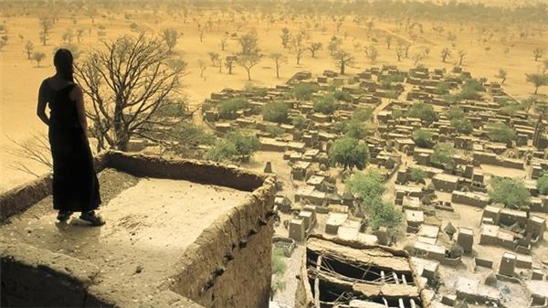 Cộng hòa Mali là một quốc gia nằm trong lục địa ở miền tây bắc châu Phi. Với nguy cơ cao về tình trạng xảy rakhủng bố và bắt cóc, nơi đây bị liệt vào danh sách đỏ, du khách không nên đến.