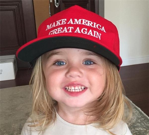 Cô út Chloe Trump2 tuổithừa hưởng nhiều nét đẹp đáng yêu và vô cùng tinh nghịch.Ảnh: Instagram.