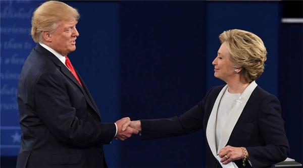 Hilary Clinton đã gọi điện chúc mừng thắng lợi của đối thủ.