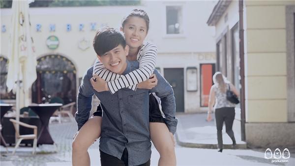 Câu chuyện trong MV dựa trên chuyện tình có thật của Hui. MV được thực hiện như một bộ phim ngắn, hồi tưởng lại những kỷ niệm vui buồn, đau đớn.