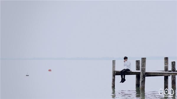 Một số hình ảnh đẹp trong MV Gương mặt lạ lẫm của Mr. Siro.