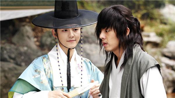 Những sao nam không thể cưỡng lại sức hút của Song Joong Ki