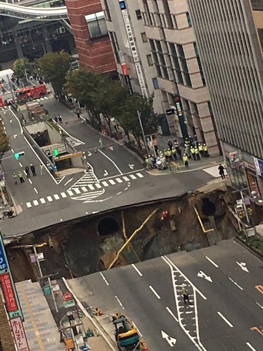 Một hình ảnh khác cho thấy hố tử thần xuất hiện tại Nhật Bản.Ảnh: Twitter.