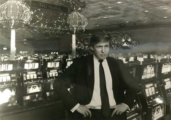 Bức ảnh chụp Donald Trump tại sòng bạc Taj Mahal ở Atlantic City, New Jersey vào năm 1990.