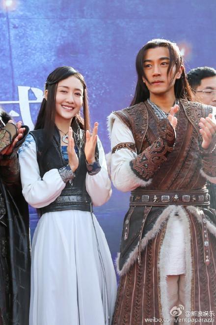 Lưu Khải Uy và nữ diễn viên Vương Âu đã phát sinh tình cảm trong quá trình quay phim truyền hình Mãng Hoang Kỷ.