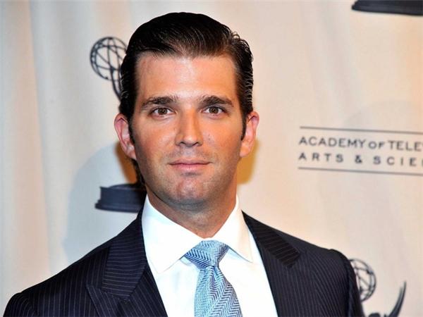 Donald Junior là con trai của tân Tổng thống Mỹ - Donald Trump và người vợ đầu - Ivana Zelnickova. Bà Ivana là người mẫu Séc, lấy ông Trump năm 1977 và sinh hạ con trai đầu lòng cùng năm đó. Năm 2005, cậu cả Donald Junior kết hôn cùng người mẫu Vanessa Haydon và đến nay đã có 5 đứa con. Đứa con trai đầu lòng được Donald Junior đặt là tên là Donald Trump III.