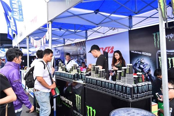 Đơn vị đồng hành cùng giải đua Yamaha GP 2016 - Nước tăng lực Monster là lựa chọn yêu thích của các bạn nam.