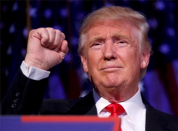 Với chiến thắng áp đảo gồm 290 phiếu đại cử tri, vượt qua con số 270 cần thiết, ông Donald Trump, trở thành Tổng thống thứ 45 của nước Mỹ.