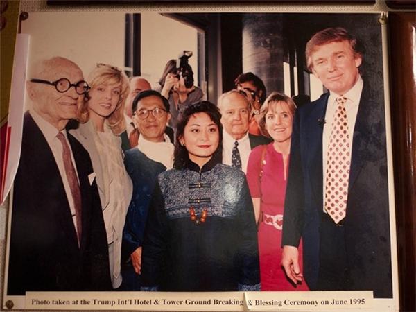 Bà Pun Yin chụp ảnhcùng Donald Trump.