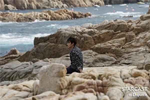 """Ngoài nội dung và diễn xuất của hai diễn viên chính, khán giả còn mong chờ những cảnh quay """"đã mắt"""" được thực hiện tại vùng biển Tây Ban Nha."""