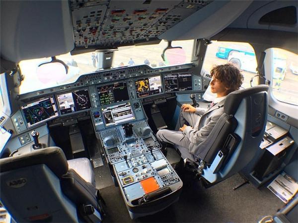 Chàng trai 19 tuổi đãtrở thành một chuyên gia phân tích hàng không chuyên nghiệp.