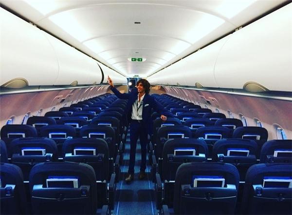 Alex trải nghiệm trước bất kì ai dịch vụ trên máy bay và có thể khám phá mọi ngóc ngách mà người bình thường không thể nào được đặt chân đến.