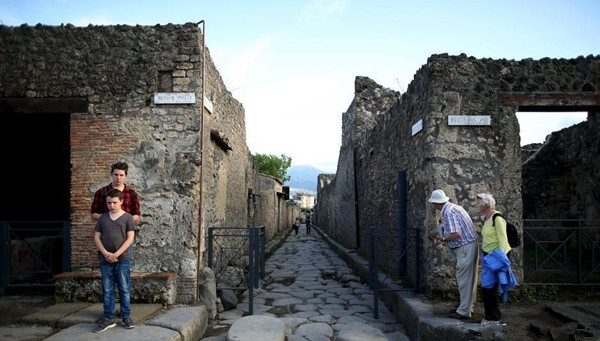 Những tàn tích còn sót lại của Pompeii được UNESCO xếp vào danh sách Di sản thế giới, hàng năm có hơn 2,5 triệu du khách đến tham quan.