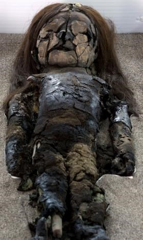 Một xác ướp Chinchorro tại bảo tàng San Miguel, Santiago, Chile.