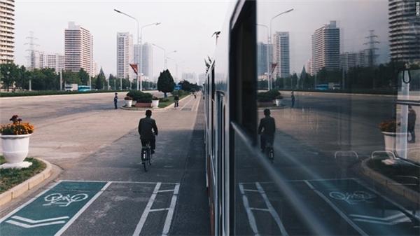 Khi được lên tàu điện ngầm, du khách cũng được dừng lại ở một số điểm để tham quan.