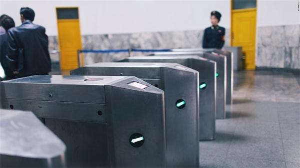 Hệ thống cửa soát vé.